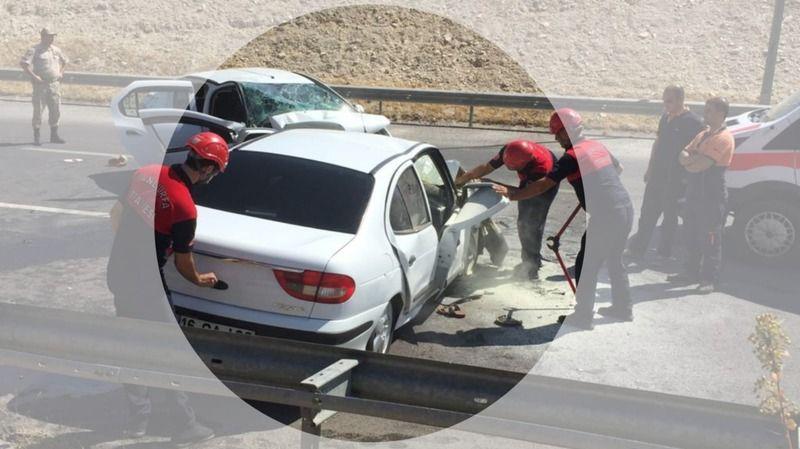 Şanlıurfa'da iki araç kafa kafaya çarpıştı: 6 yaralı