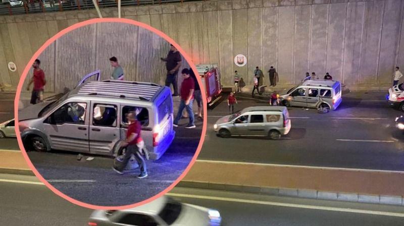 Şanlıurfa'da otomobil önce direğe sonra duvara çarptı:2 yaralı
