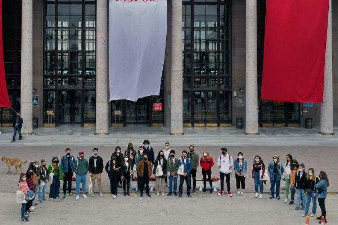 Büyükşehir'den Başkent'e okumaya gelen öğrencilere kent gezisi