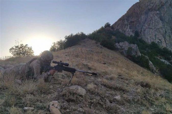 Bitlis'te patlayıcı ve el bombası ele geçirildi