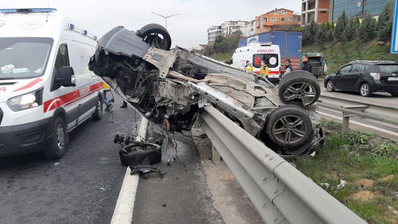 Kocaeli'de bariyerlere çarpan otomobilin sürücüsü ağır yaralandı