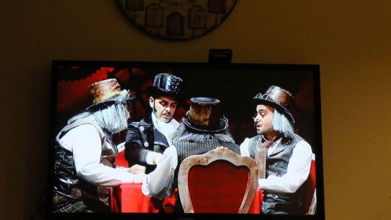 Tiyatrocular Evlere Konuk Oluyor