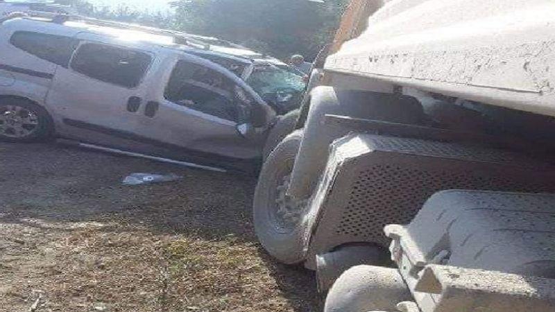 Bursa'da kaza yaptıkları araçta sıkıştılar
