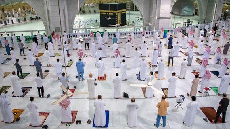 Mekke'de yeniden cemaatle namaz kılındı