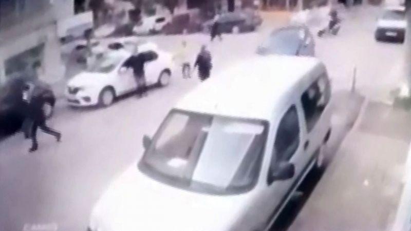Bursa'da yaşlı kadın son anda kurtuldu