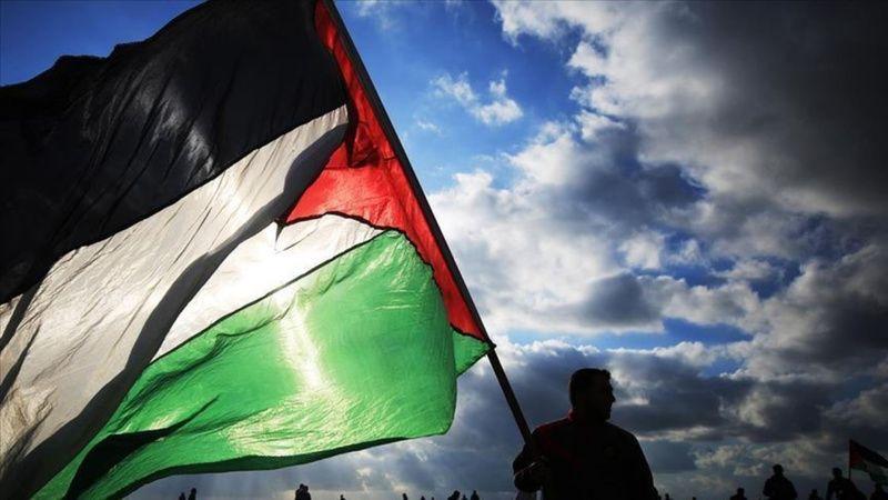 Filistinliler Fransa'yı protesto ediyor