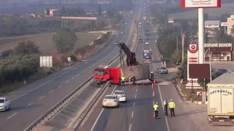 Bursa-İzmir yolunda tır yan yattı yol trafiğe kapandı
