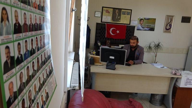 Bursa'nın en genç muhtarı kimlik göstermek zorunda kalıyor