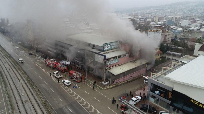 Bursa'da mobilya fabrikası alevler içinde kaldı