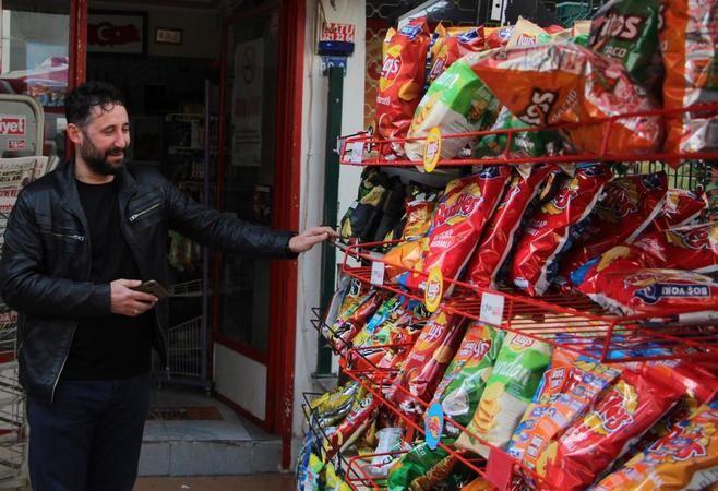 Marketçi cips standını rüzgara kaptırdı