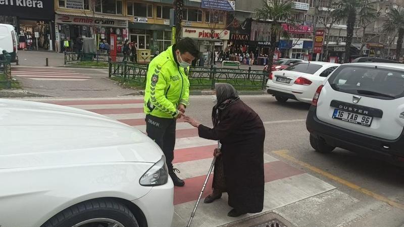 Kadınlar Günü'nde trafik Firdevs teyze için durdu