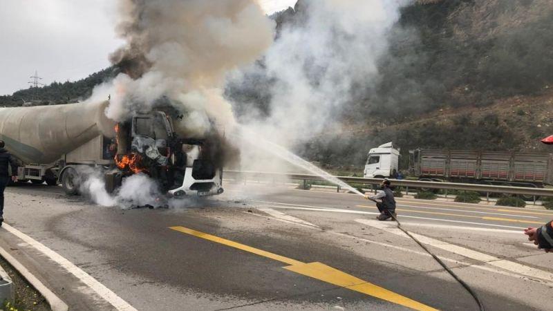 Bilecik'te bir şoför canlı canlı yanmaktan son anda kurtuldu