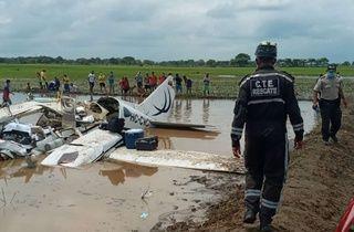 Ekvator'da uçak düştü: 6 ölü