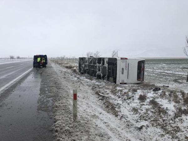 Konya 'da 2 tur otobüsü kazaya karıştı: 1 ölü 46 yaralı