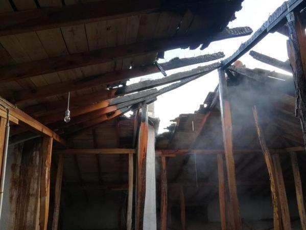 Afyonkarahisar'da çatı yangını