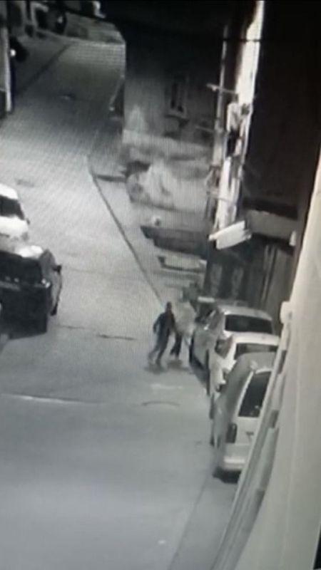 İstanbul'da bıçakla lastik patlatan ''afacan'' çocuklar