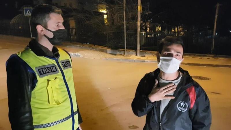 Bursa'da kısıtlamada alkollü genç polisleri gülümsetti