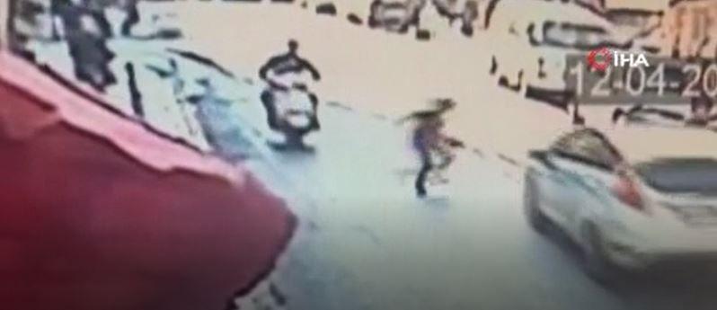 İstanbul'da yola fırlayan çocuğa otomobil çarptı