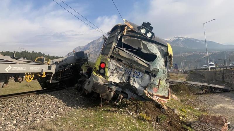Adana'da bir yük treni raydan çıktı