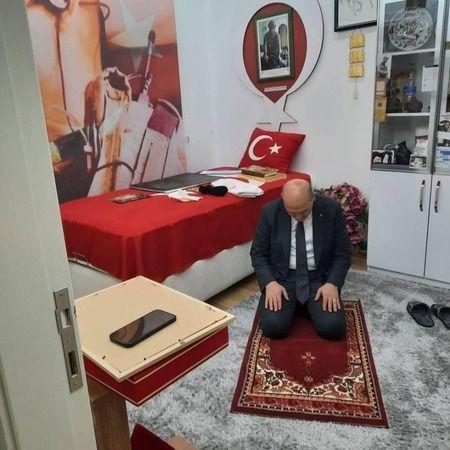 Bakan Soylu 'Tabuta Sığmayan Şehid'in' evinde