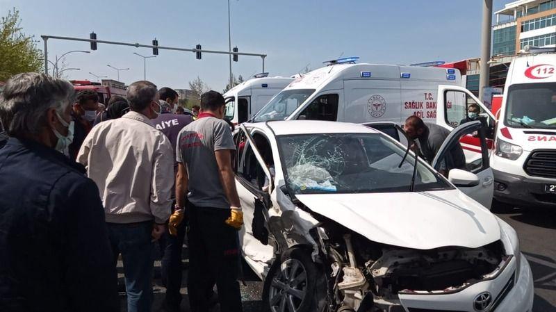 Diyarbakır'da feci kaza 5'i ağır 7 yaralı