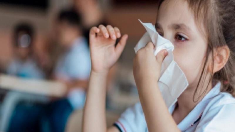 Uzman isimden uyarı! Çocuklardaki koronavirüsü, mevsimsel hastalıklarla karıştırmayın