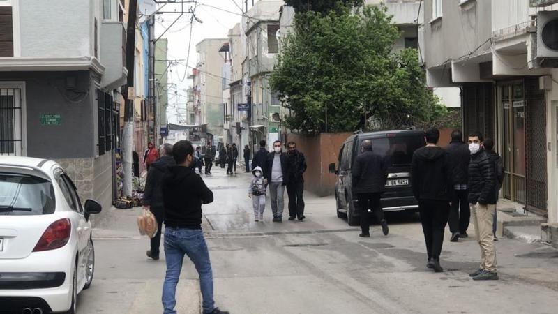 Bursa'da vatandaşlar kısıtlama aldırmadan sokağa döküldü