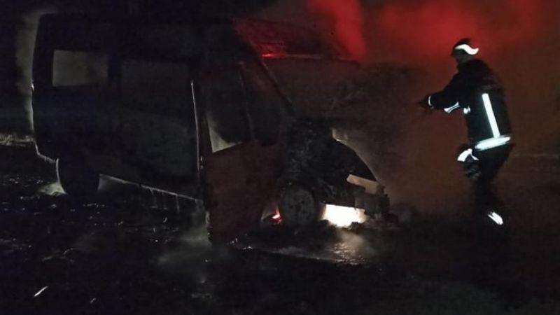 Van'da minibüs alev alev yandı