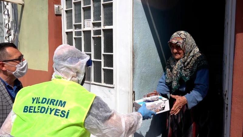 Bursa Yıldırım'da sıcak yemek dağıtılıyor