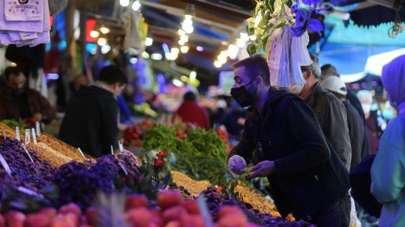 Bursa'da kısıtlama öncesi vatandaşlar pazarlara akın etti