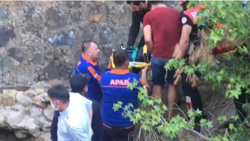 Kayalıklardan düşen kadın kurtarıldı