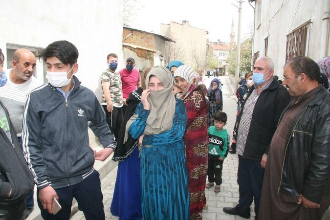Afyonkarahisar'da iki katlı ev alevlere teslim oldu