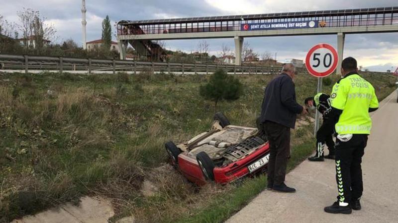 Kırıkkale'de otomobil kanala devrildi