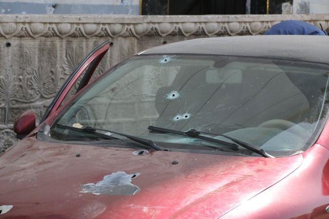 Antalya'da park halindeki otomobile kurşun yağdırdılar