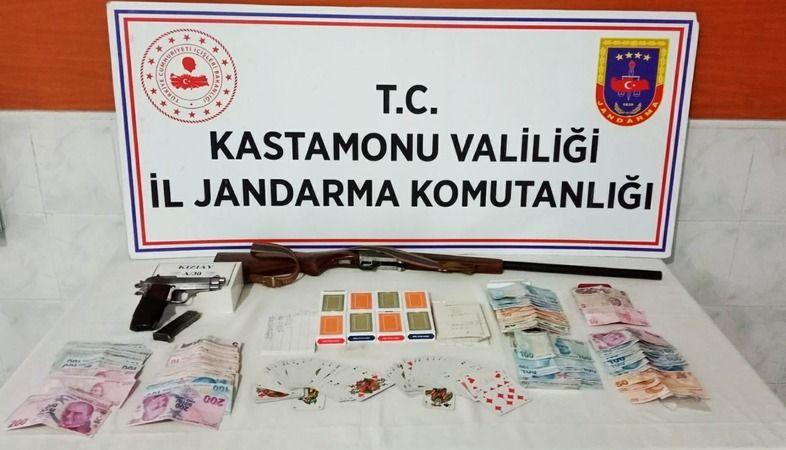 Kastamonu'da kumar oynarken suçüstü yakalandılar
