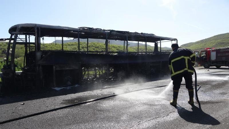 Bingöl'de yolcu otobüsü alev aldı