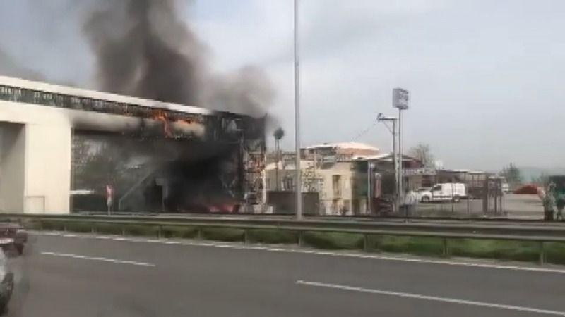 Bursa'da üst geçitte korkutan yangın