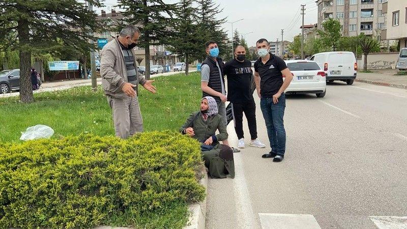 Bursa'Da yaya geçidinde kadına çarpan otomobil güvenlik kameralarına yakalandı!