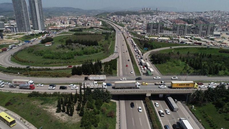 Bursa'da kısıtlama öncesi otobanda trafik durma noktasına geldi