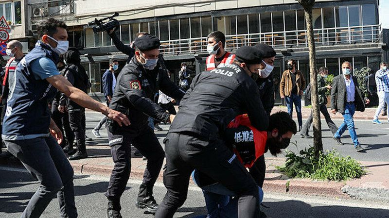 İstanbul Valiliği: 212 kişi gözaltına alındı