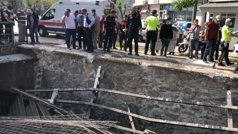 Bursa'da köprüdeki inşaat çöktü