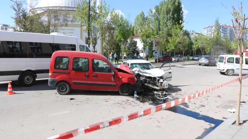 Sivas'ta kaza: 4 yaralı