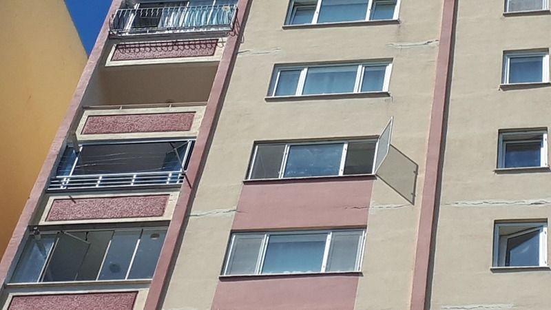 Bursa'da 2 yaşındaki camdan düşen çocuk hayatını kaybetti
