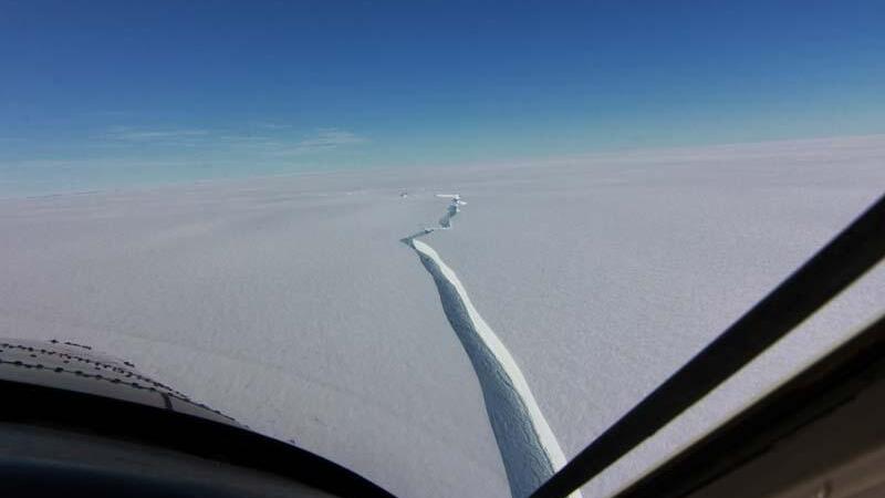 Antartika'da dünya'nın en büyük buz kütlesi koptu