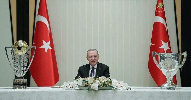 Başkan Erdoğan açıkladı! Taraftarlar stadyumlara ne zaman gidecek?