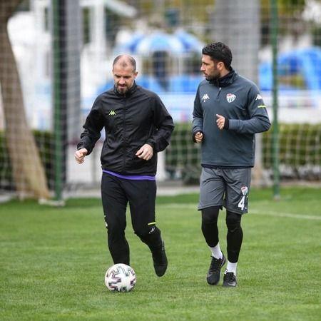 Bursaspor'da futbolcular ve teknik direktör kongreyi bekliyor