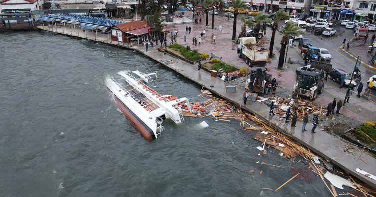 Ayvalık'ta fırtına:80 tekne battı