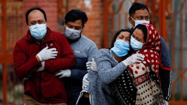 Hindistan'da vaka sayıları 14 Nisan'dan sonra ilk defa 200 binin altında