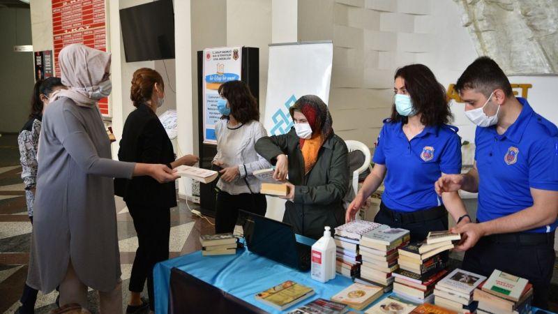 Bursa Büyükşehirden cezaevindeki tutuklulara kitap bağışı