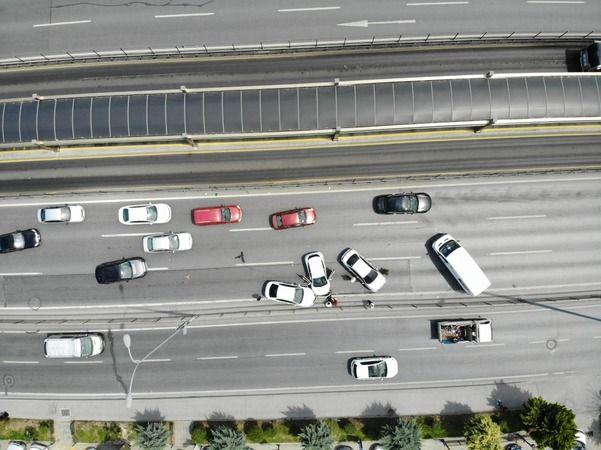 E-5'te zincirleme trafik kazası: Trafik felç oldu